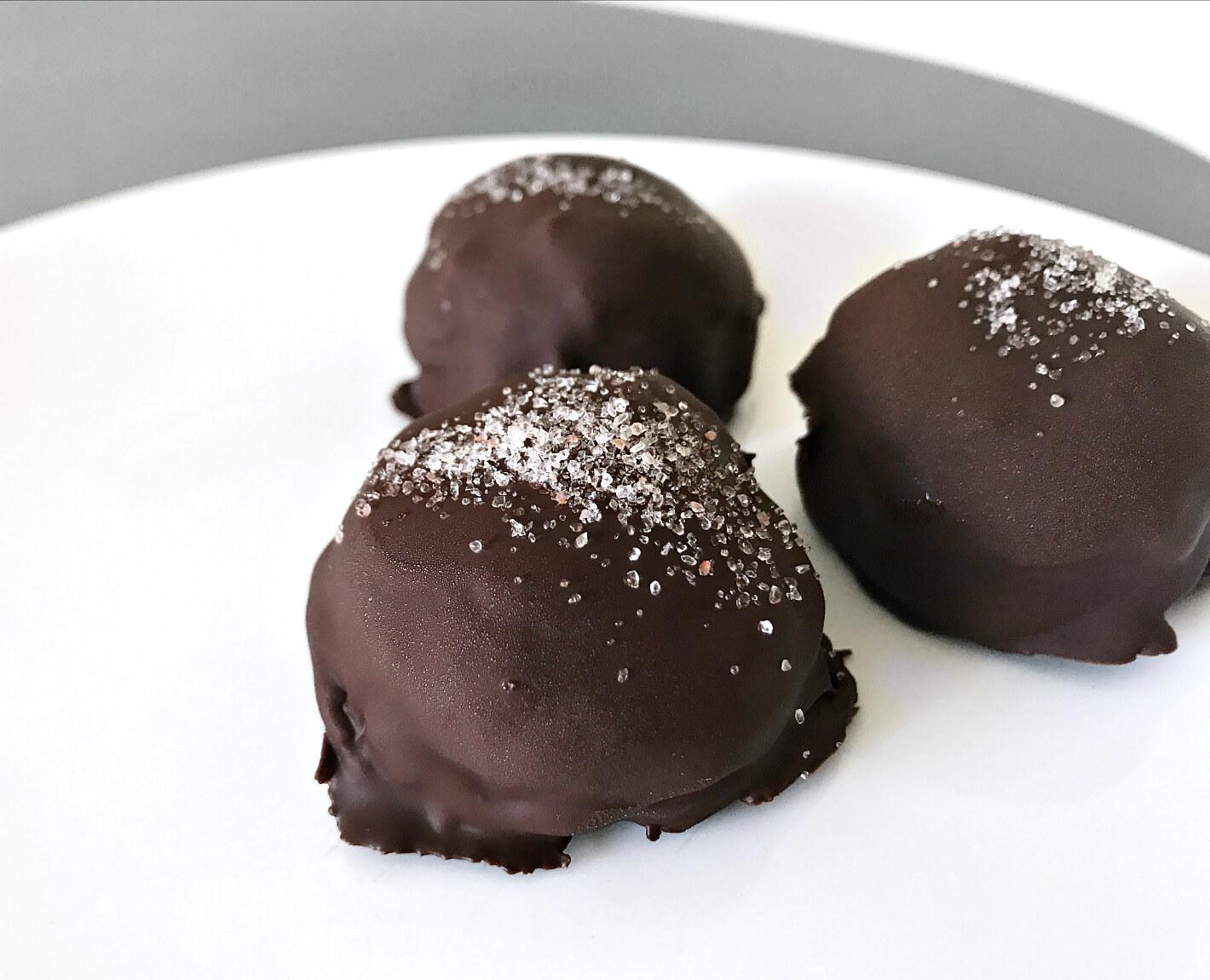 Saltkaramel & peanutbutter trøfler | KarolinaKærsner.dk